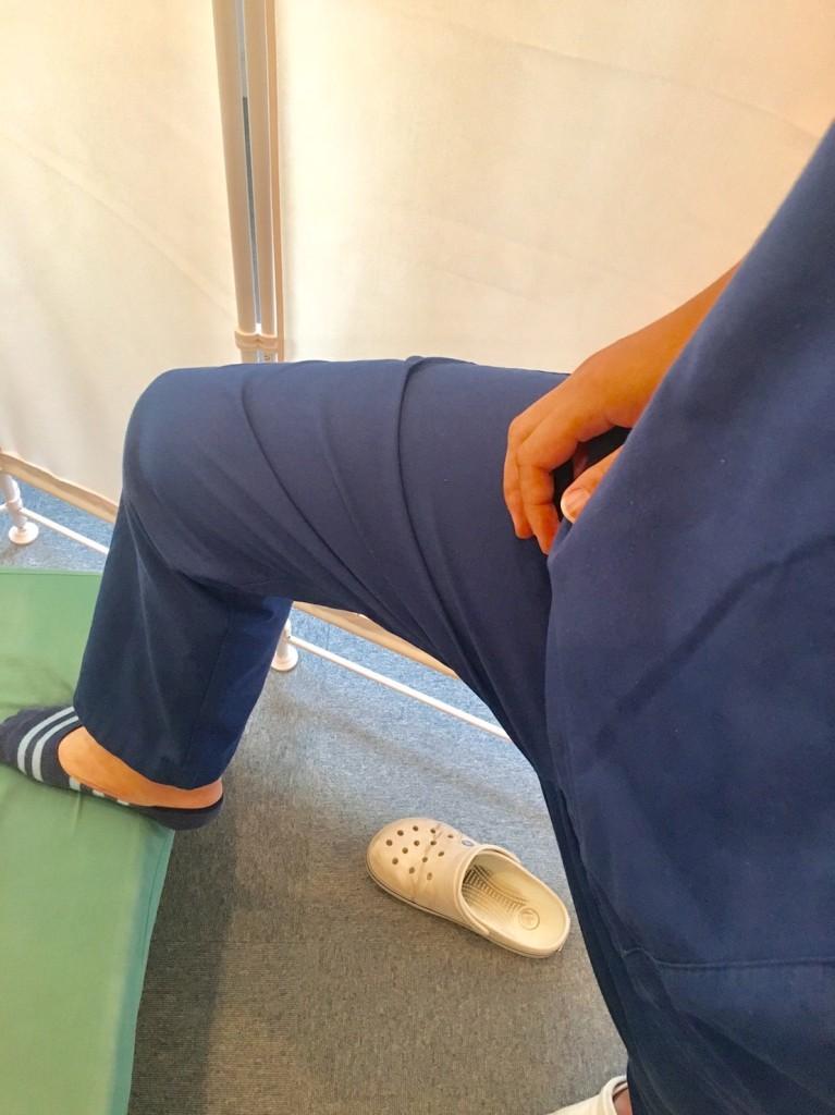 足を上げる
